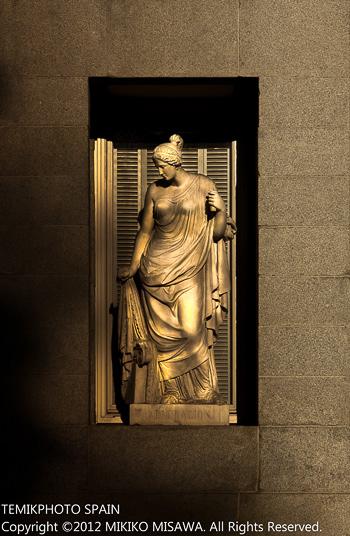 プラド美術館外壁の像(マドリード)  923