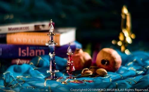 香水瓶とフルーツ (イスラームのイメージ)  MADRID  1492