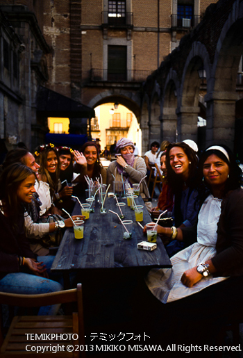 中世祭りを楽しむ女性達(カスティージャ・イ・レオン地方アビラ)  1518