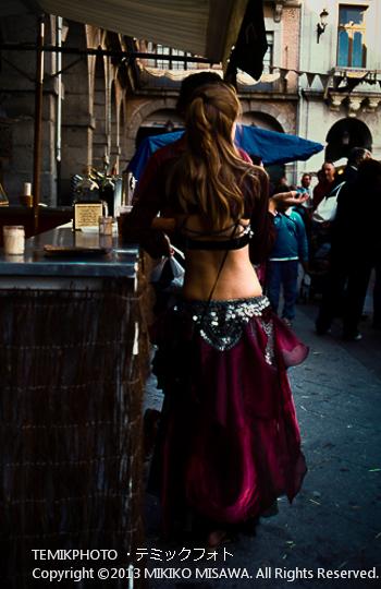中世祭りの女性(カスティージャ・イ・レオン地方アビラ)  1528