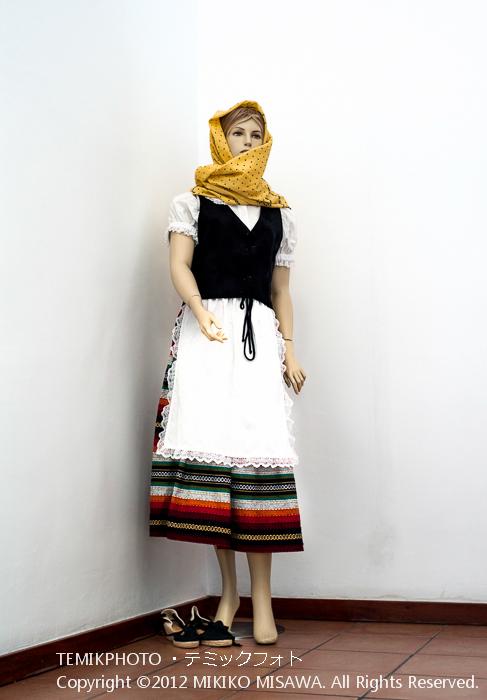 モハケーラの衣装を着けたマネキン人形(アンダルシア地方・モハカール)  3917