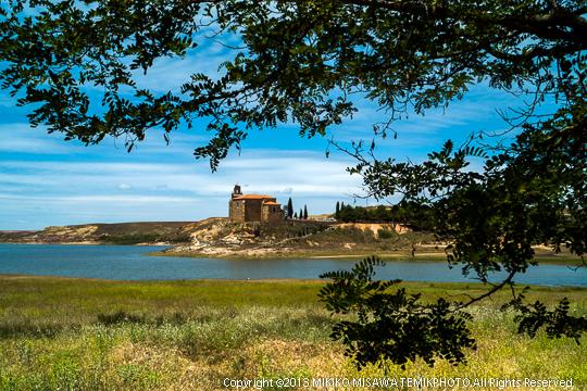 湖畔の教会 (カスティージャ・イ・レオン地方・サモラ)  2392