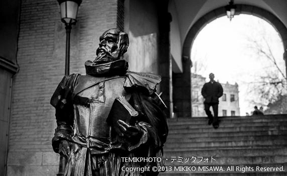 Blog-13-185 セルバンテスの彫像 トレド (カスティージャ・ラ・マンチャ地方・トレド)  7123