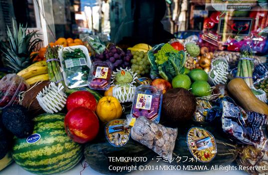 果物 : メリダ市内の果物屋のショウウィンドウ  10772