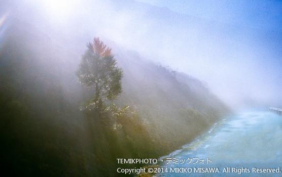 霧に覆われた山道  10793