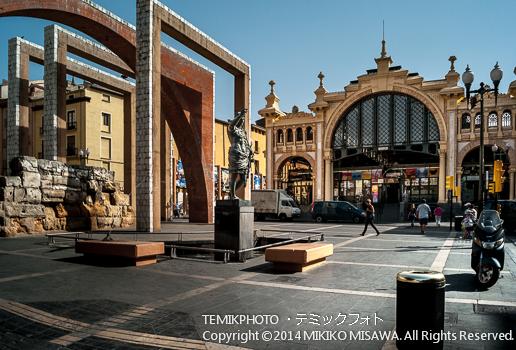 サラゴサの市場とアウグストゥスの彫像 ; 11124