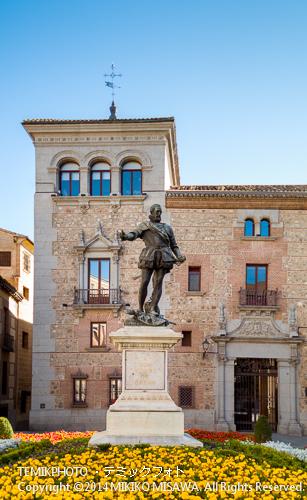 スペイン海軍の父・アルバロ・デ・バサンの彫像 : 16世紀、レパントの海戦を始め数々の海戦で活躍した海軍提督。また「英西戦争」が起こる前にイングランドがスペインに驚異を与えることを提唱した人である。 9597
