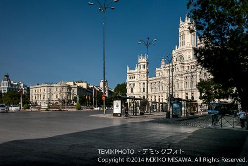 シベーレス広場 (パセオ・レコレートス側) 写真左手がリナーレス宮殿 14246