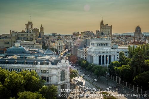 スペイン銀行(左)とアルカラ通りの眺め 14301