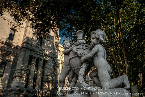 二人の子供と壷 14499