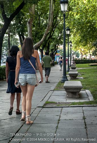 プラド通りを散歩する人々 (マドリード) 14520