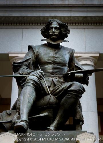 ベラスケスの彫像(マドリード・プラド美術館) 930