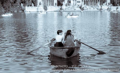 レティーロ公園で遊ぶ人々  1715