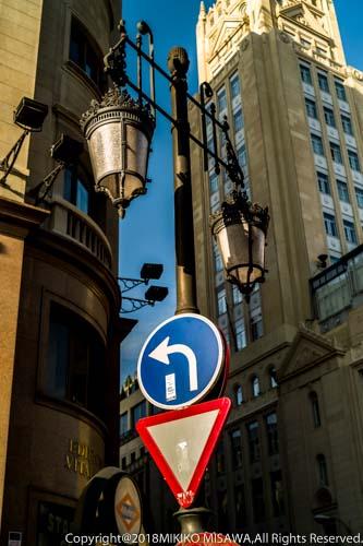 街角の道路標識(マドリード)  14074