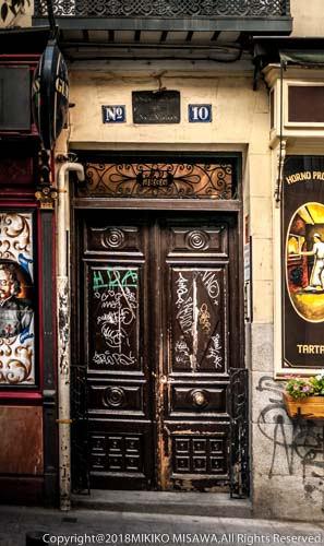 玄関の落書き(マドリード・レオン通り)  15724
