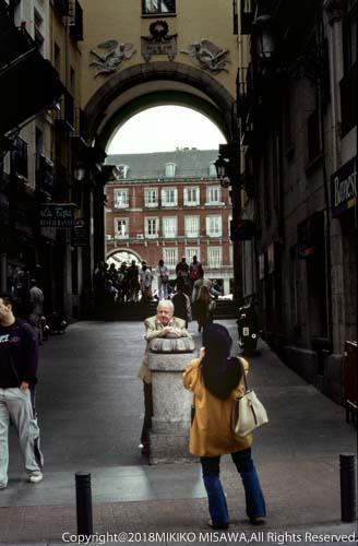 広場前でポートレート撮影(マドリード)  16326