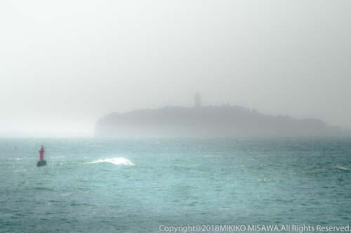 霞む江ノ島  28868
