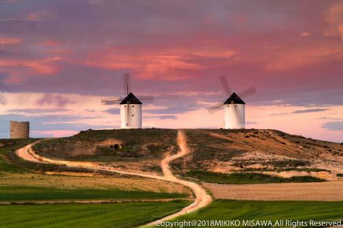 二基の風車(ラ・マンチャ地方)  961
