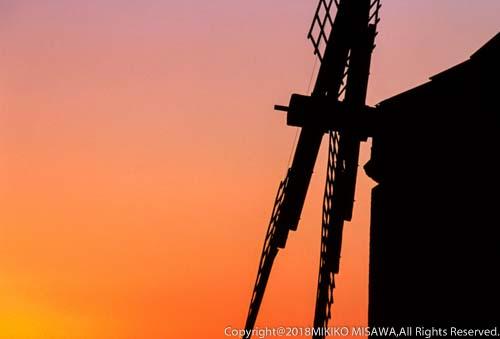 日没の風車(ラ・マンチャ地方)  965